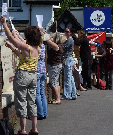 Around 45 protesters attend Dogs4us protest, massive public support! (2/4)