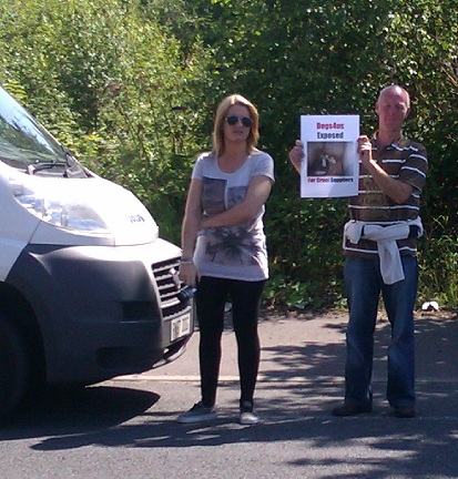 Around 45 protesters attend Dogs4us protest, massive public support! (3/4)
